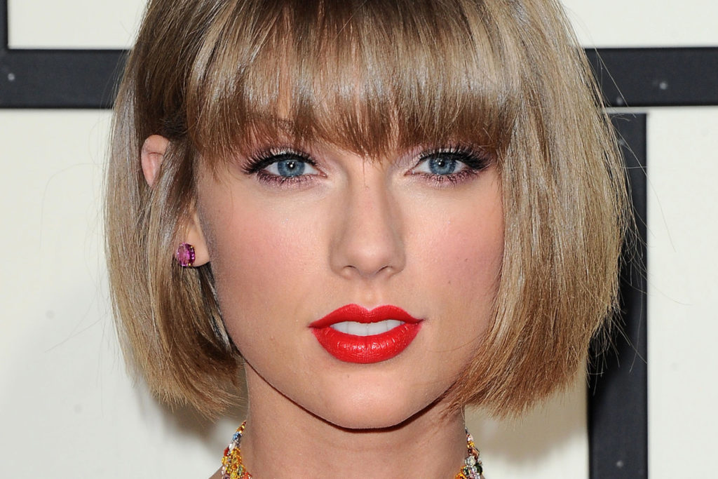 taylor swift with no eyebrows