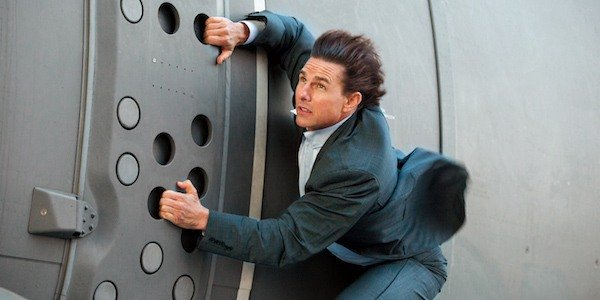 tom cruise doing his own stunts