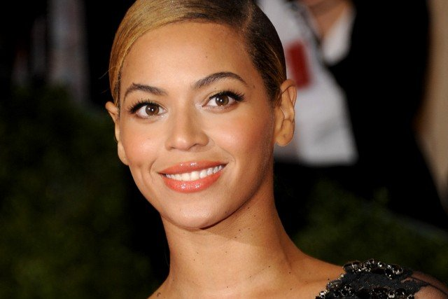 Beyonce round face