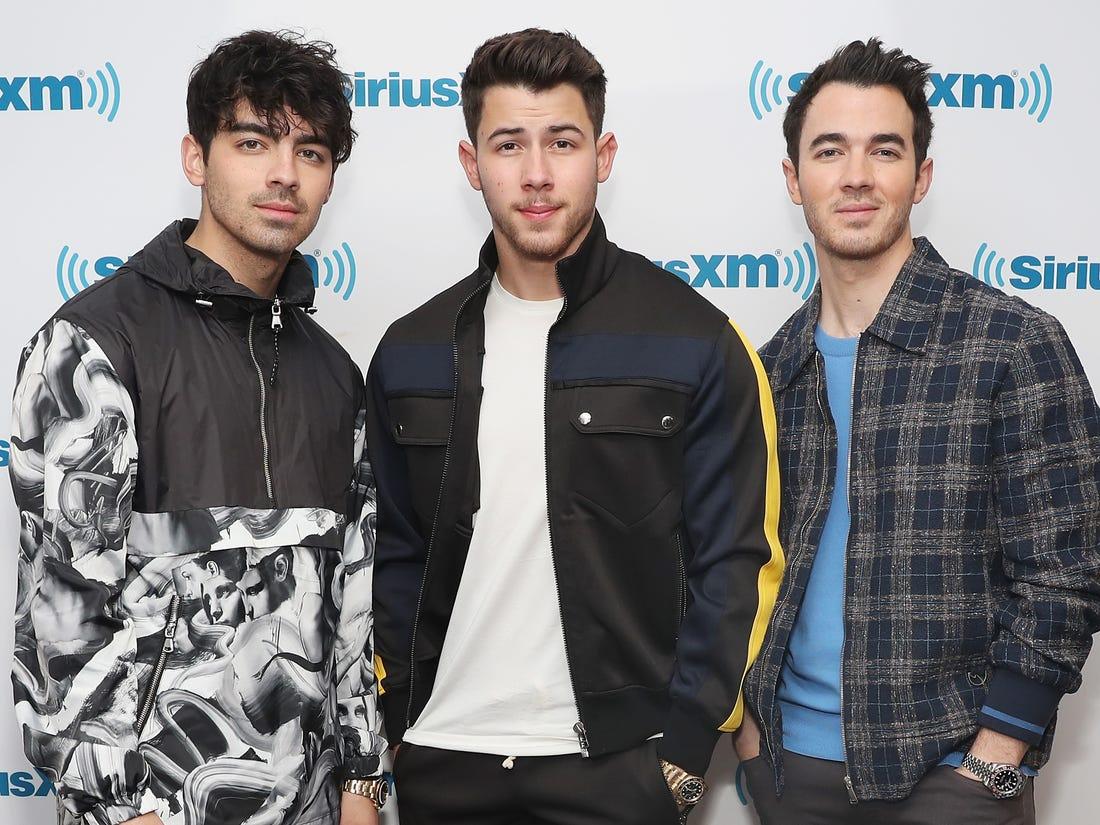 Jonas Brothers break up in 2013